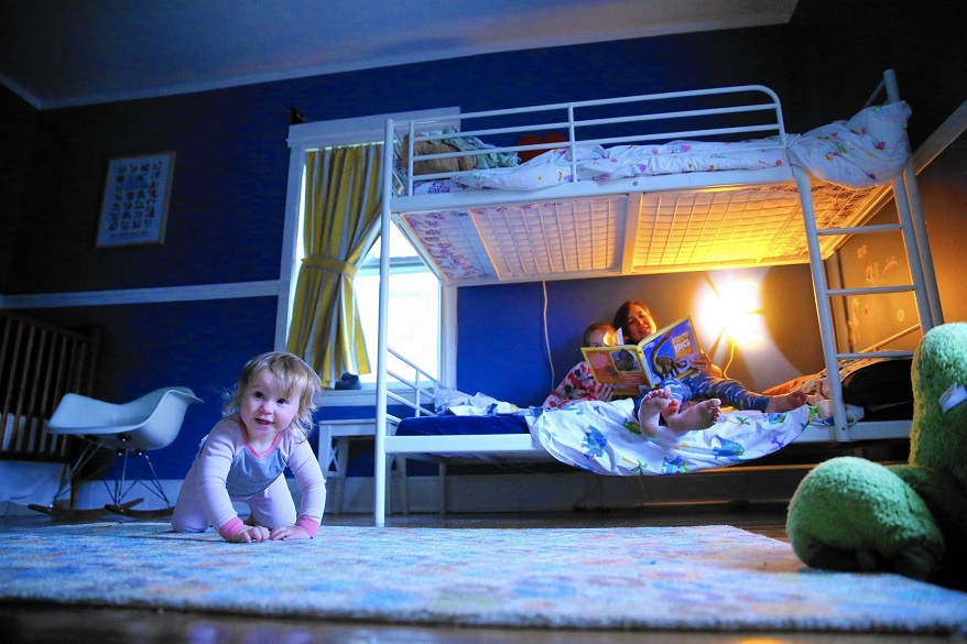 child share a room with parents